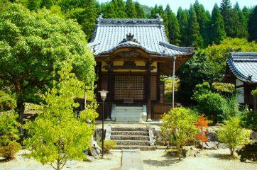 【岡山市にある安養寺。栄西は11歳までここで修行し得度した】