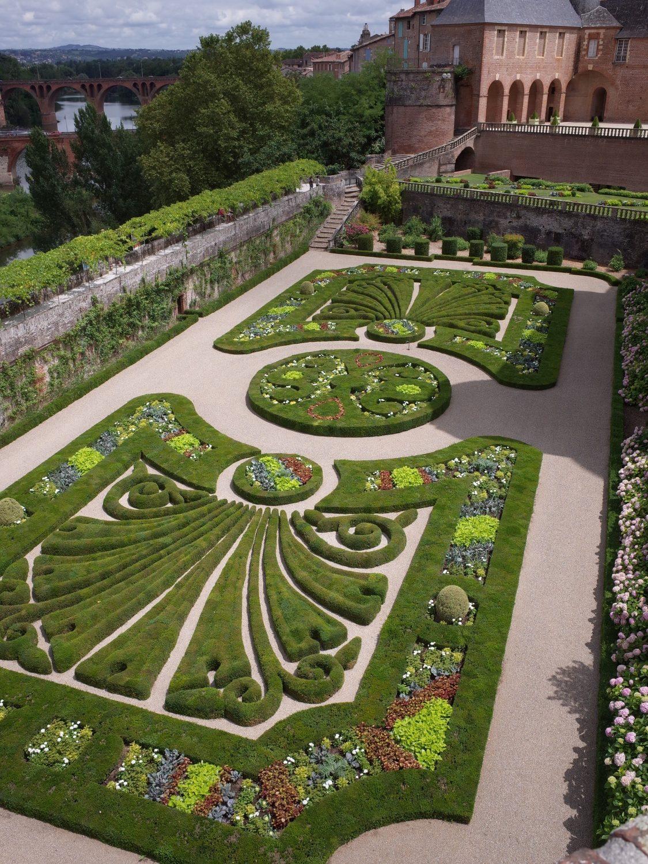 サント=セシル大聖堂庭園