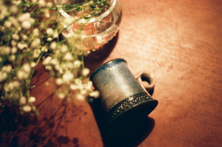 ≪伊藤丈浩のマグカップ。夜の砂漠色をしている≫