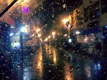雨夜の喫茶店の思考
